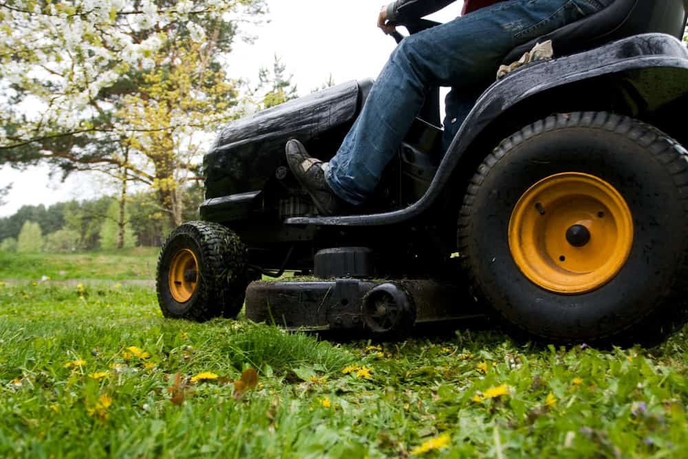 What Causes a Riding Lawn Mower To Cut Uneven?