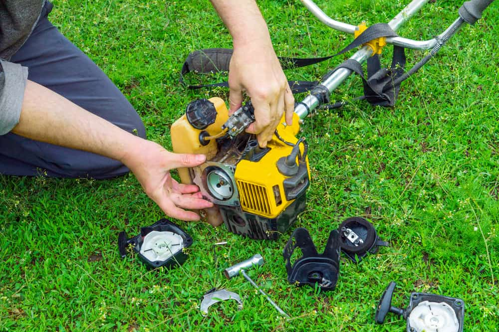 How To Clean The Fuel Filter On A Weedeater